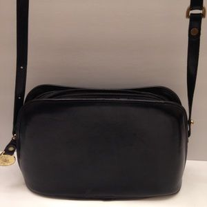 👛 BRAHMIN 👛Black leather dome cross body bag